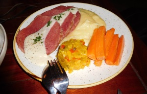 5Corned beef with mash & buttered carrot